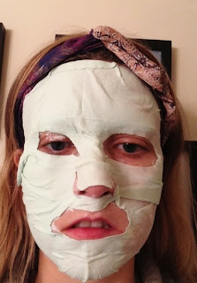 Montagne_Jeunesse_Dead_Sea_Mud_Spa_mask_on_example_facemask