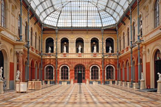 Beaux-Arts-Cour-du-Palais-des-etudes-