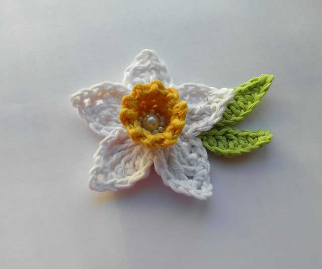 Knitted Daffodil Brooch Pattern : Anything Knitted and Crocheted: Please dont Forget April is #DaffodilMon...