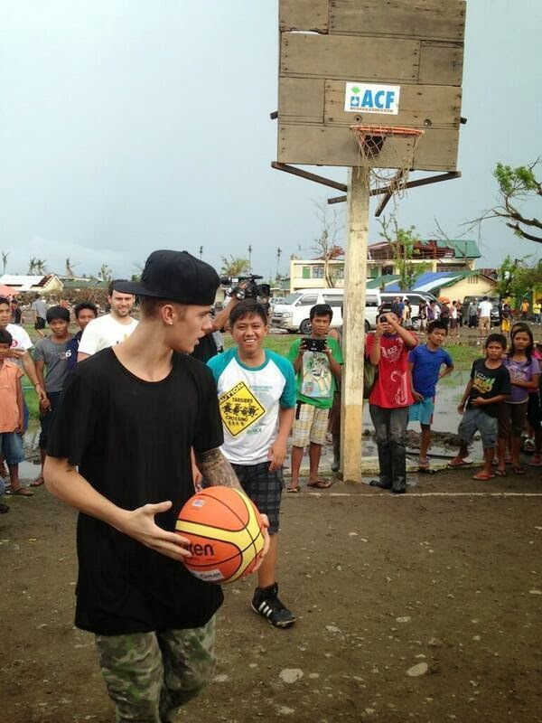 Justin-bieber-tacloban-photo