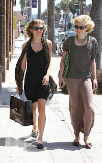 Annalynne+McCord+Shopping+in+Venice+front.jpg