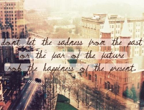 felicidad presente miedo pasado futuro
