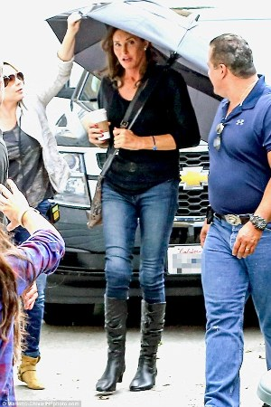 Photos: Caitlyn Jenner steps out in skinny jeans & knee high boots  5