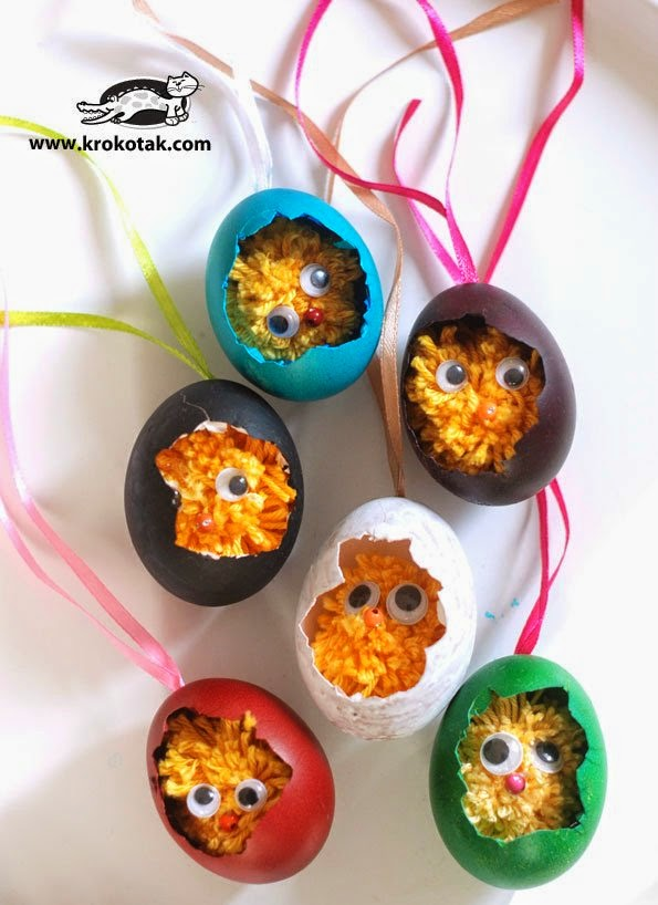 Easter chicks of pompons
