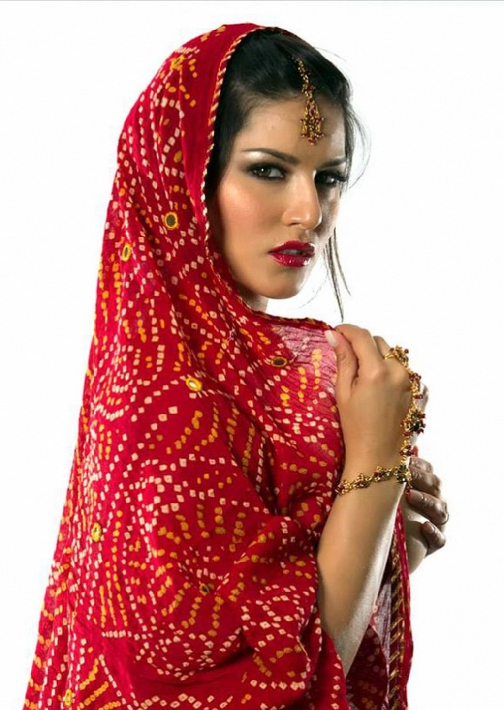 Sunny Leone In Red Saree S
