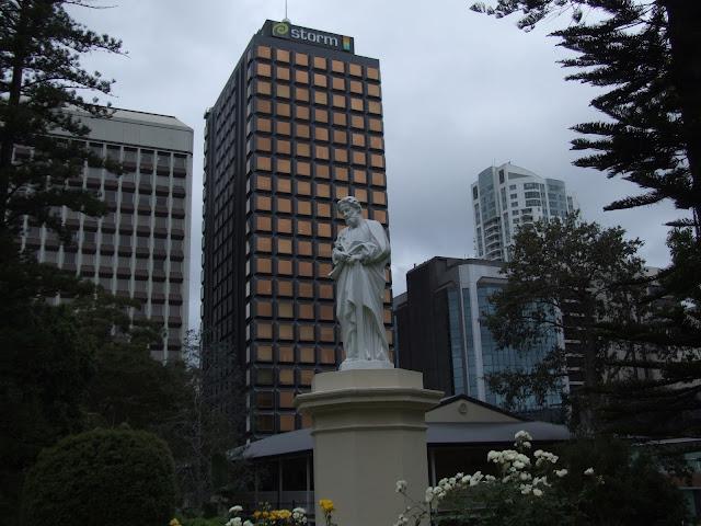 estatua-en-la-ciudad