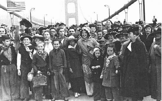 http://www.oursausalito.com/2010/05/73-years-ago-today-the-golden-gate-bridge-opened-to-pedestrians.html