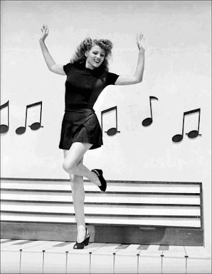 mujer feliz vintage