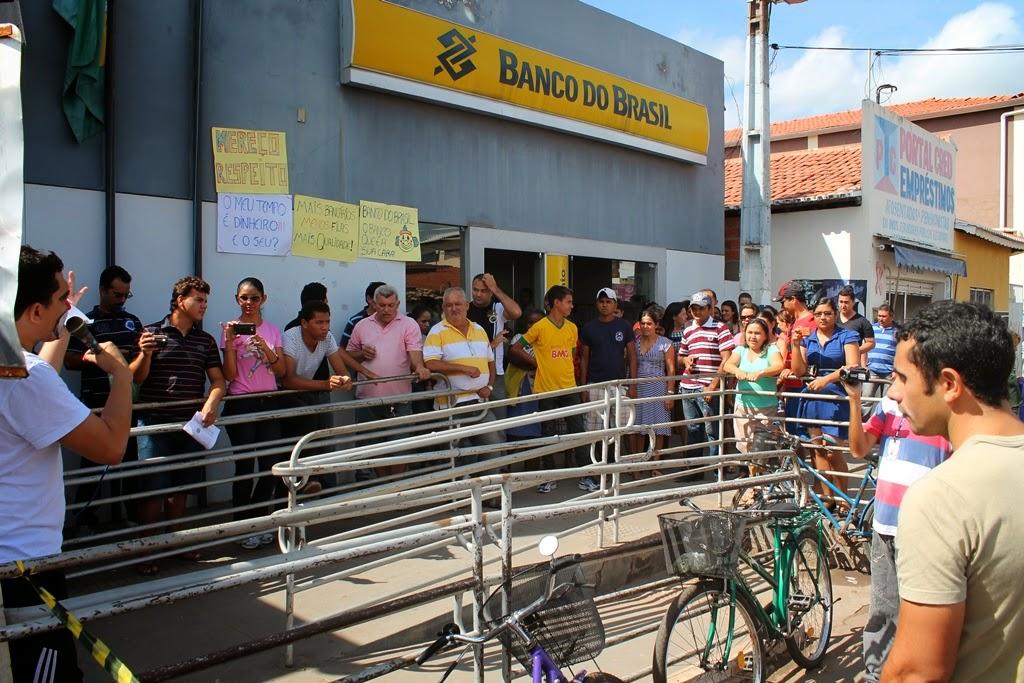 Clientes Fazem Manifesta O Por Melhorias No Atendimento Do Banco Do Brasil Em S O Raimundo Das