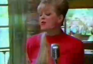 videos-musicales-de-los-80-the-b52s-love-shack