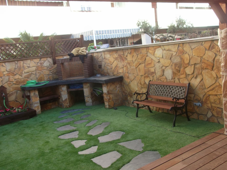 Jardines con piedras y cesped cheap hermosas ideas para for Jardines cesped y piedras