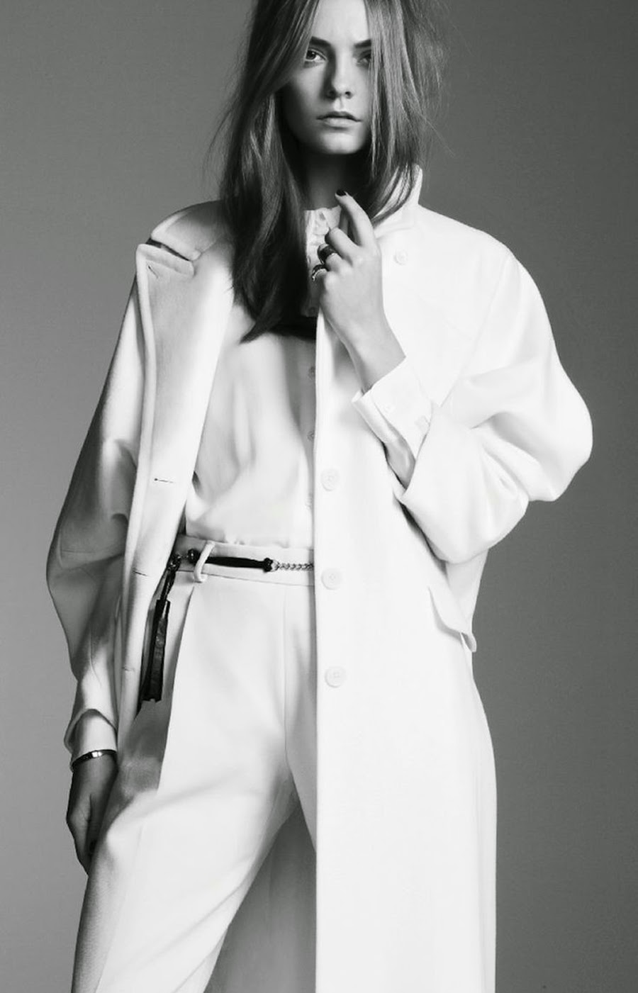 fashion blogger, street style, vogue editorials, oversized coat editorial, oversized coat outfit, total white