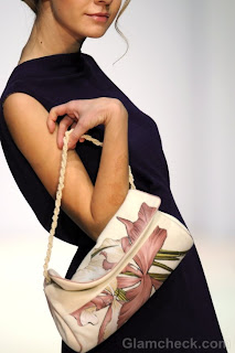 kako-nositi-torbe-sa-cvetnim-printom-004