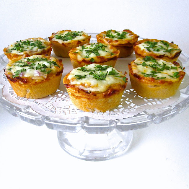 {VIDEO} Mini Deep Dish Cupcake Pan Pizzas (Pepperoni, BBQ ...