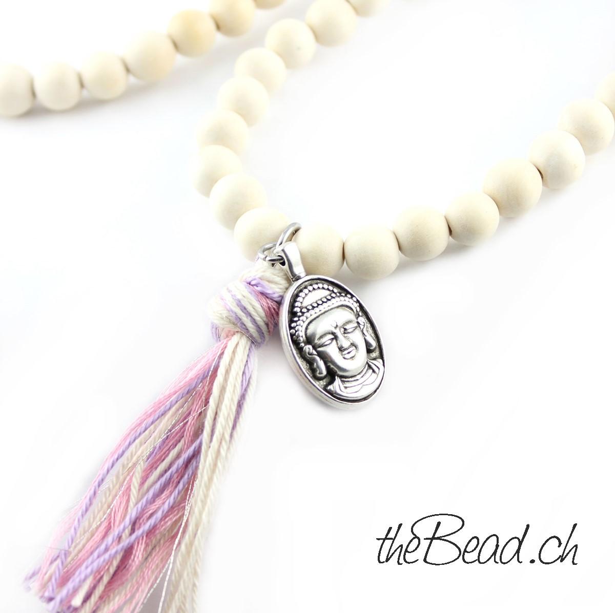 Quaste und Anhänger Holzperlen Halskette in weiss von theBead