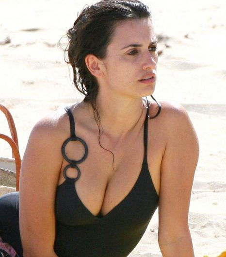 penelope-cruz+hot+images+in+bikni