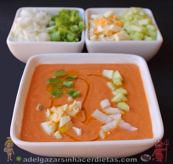 Receta saludable y fácil de Gazpacho andaluz bajo en calorías, apto para diabéticos, bajo encolesterol y apto para veganos.