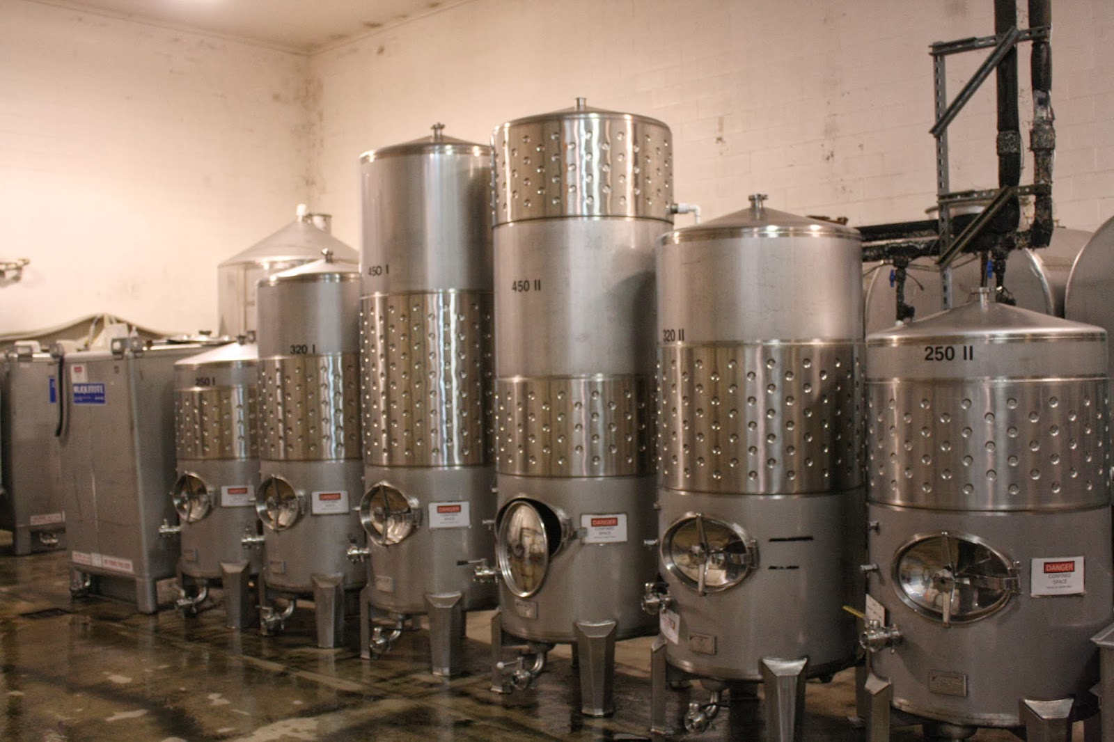 Aging wine in Stainless Steel Tanks, Oak Barrels