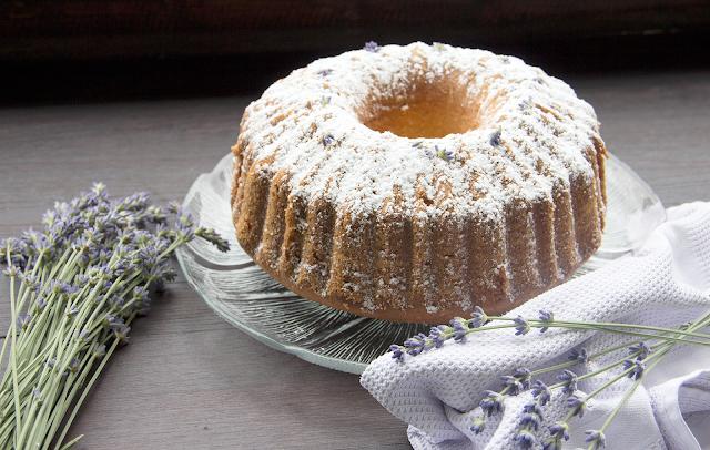 Lavendel-Zitronen-Gugelhupf