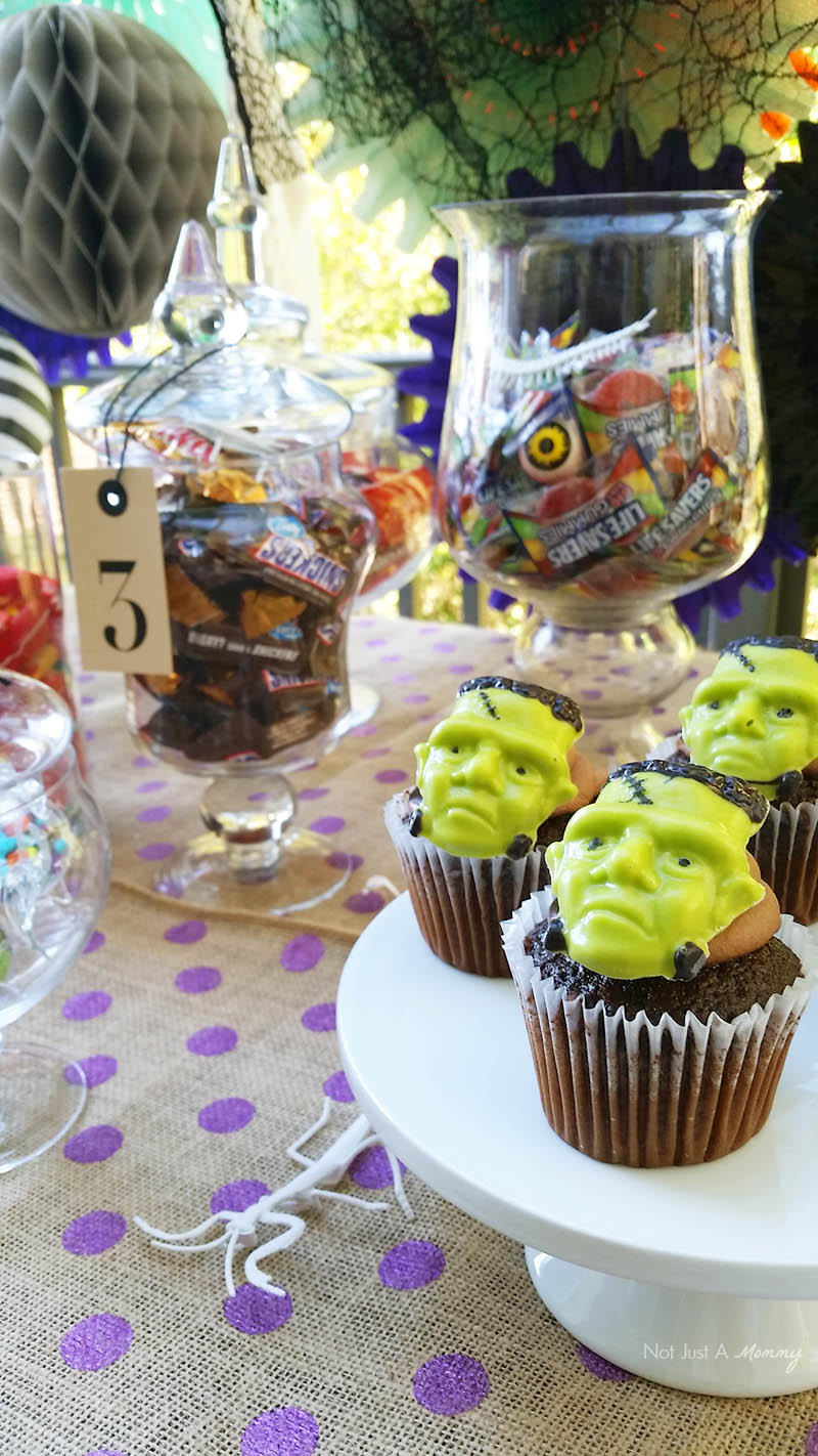 BOO It Forward Party cupcakes
