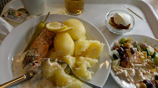 Mickes husman. Ett matställe på Erikslund där vanlig mat serveras. Husmanskost.