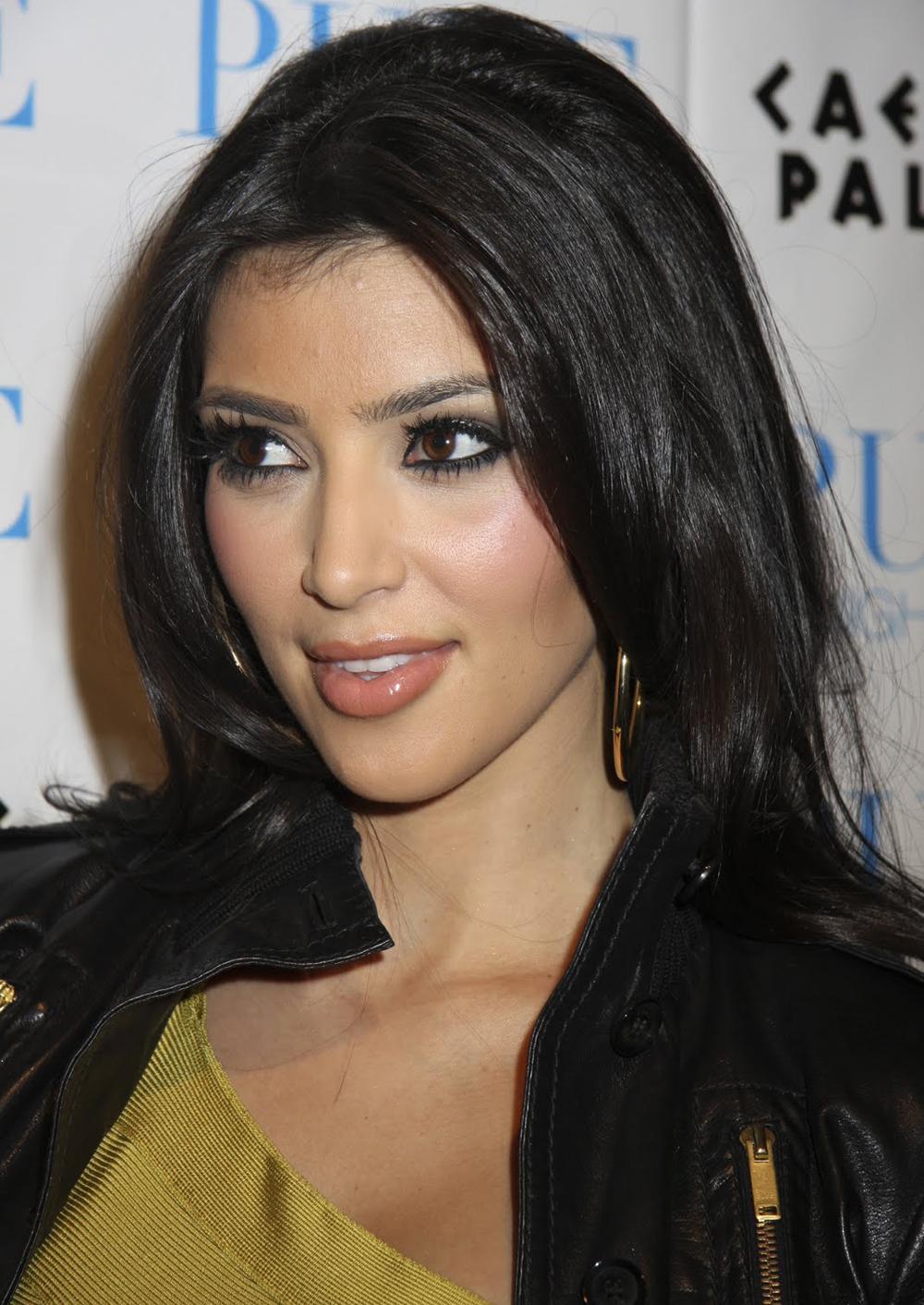 Kim Kardashian Wavy Curls 06
