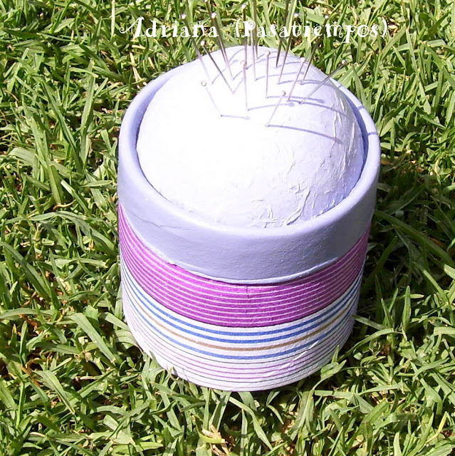 Caja alfiletero decoupage rayas celeste y lila