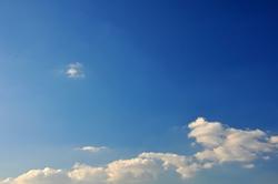 Blassblauer heller Himmel...