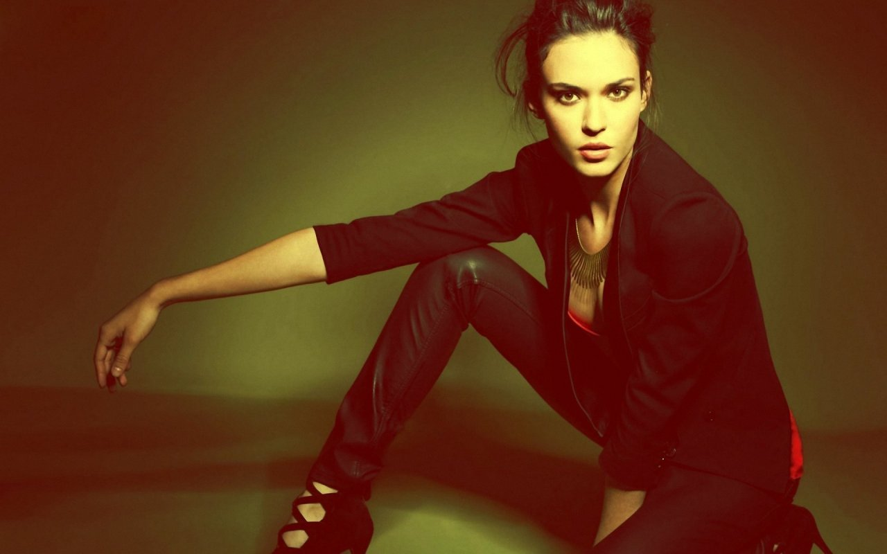 Download this Babe Licious Odette Annable picture