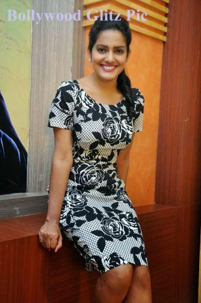 vishakha singh hot leg show photos
