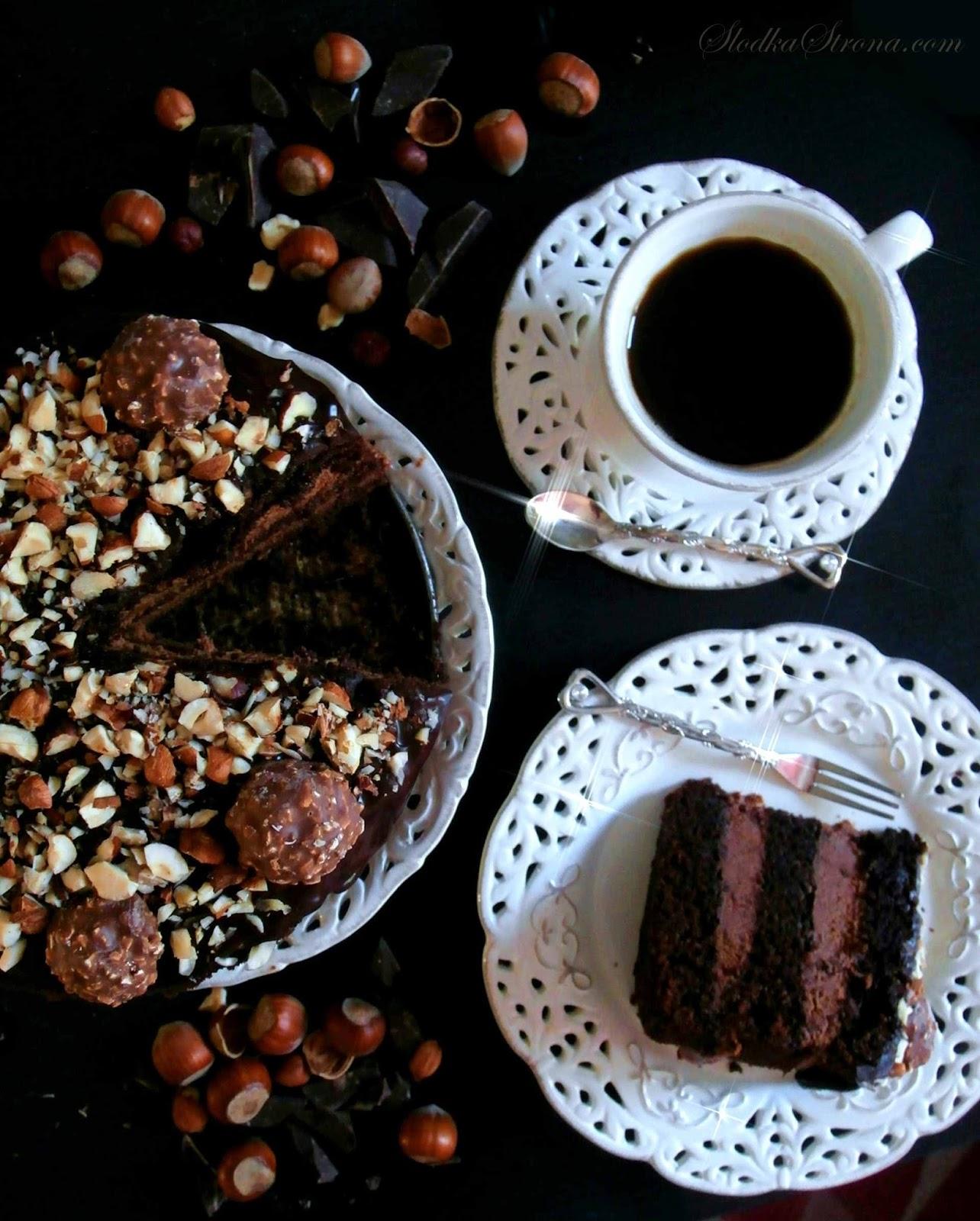 tort czekoladowy z orzechami laskowymi