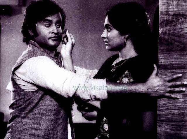 Super Star Rajinikanth & Madhavi in 'Thillu Mullu' Movie