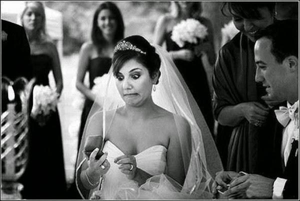 أطرف صور العروسين في حفلات الزفاف  Funny-wedding-photos-10