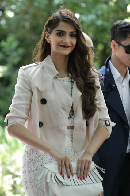 Sonam Kapoor Looks Absolutely Stunning At The Burberry Prorsum Fashion Show In London