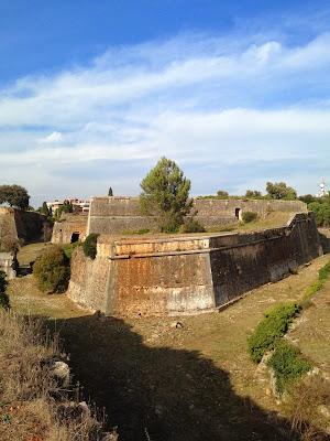 Castell de Montjuïc. Girona. Altres llocs d'interés. Guerra del Françés. Monuments.