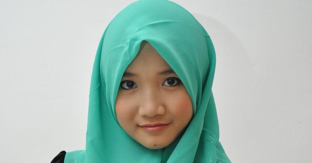 model gini sering jadi contoh model pakaian jilbab di toko online.