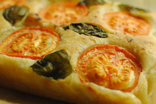 focaccia, bröd, recept, basilika, tomat