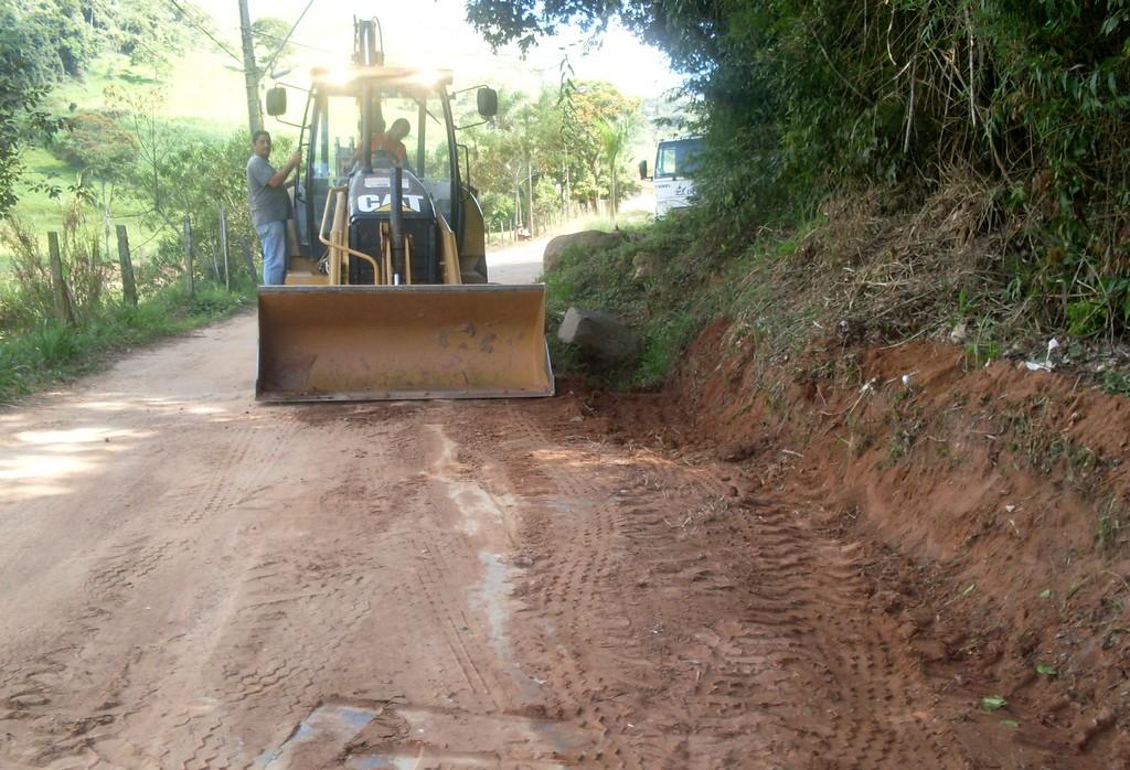 Principal via de acesso a Campo Limpo recebe melhorias para garantir a passagem segura de veículos