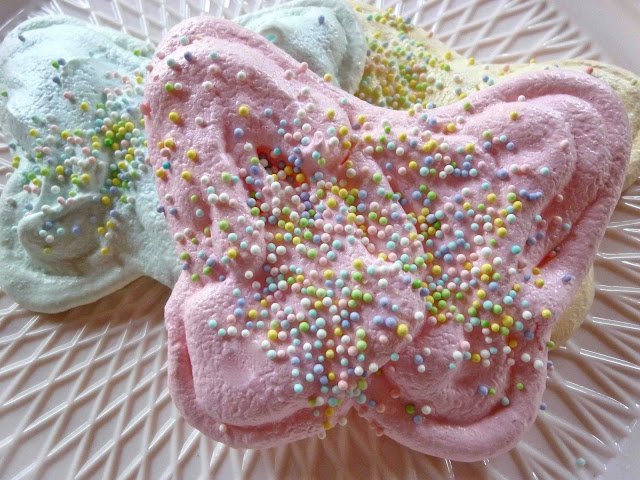 Diary of a Mad Hausfrau: Pastel Butterfly Meringue Cookies for Easter