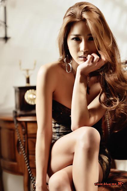 Park Si Hyun in Mini Dress/></a></div> <br /> <div class=