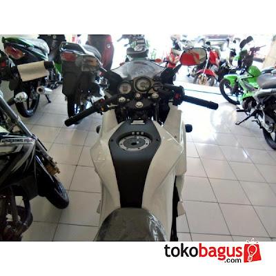 Kondom Tangki membuat  Kawasaki Ninja 150RR 2012 SE semakin maco