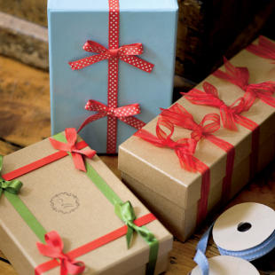 Home Christmas Decoration: 12 More Creative Gift-wrap Ideas for ...
