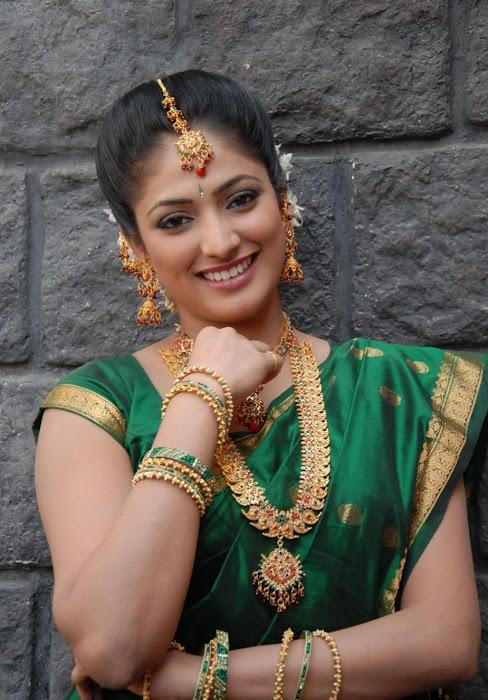 hari priya in saree glamour  images