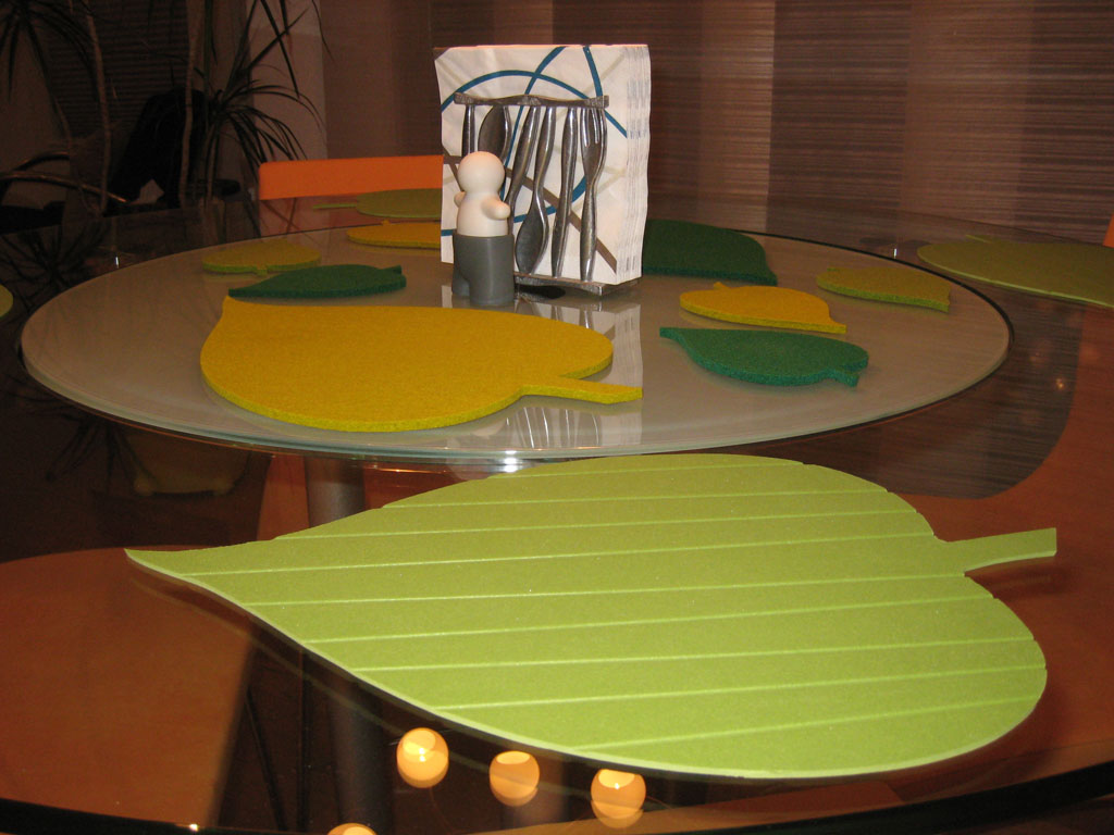 HOME Leaf shaped Place Mats for round Dining Table : IKEA PlaceMatHack Finished 735175 from homeikea.blogspot.com size 1024 x 768 jpeg 125kB