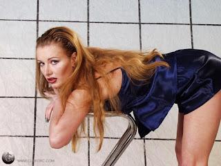 Twerking blondes - rs-pb272170-730760.jpg