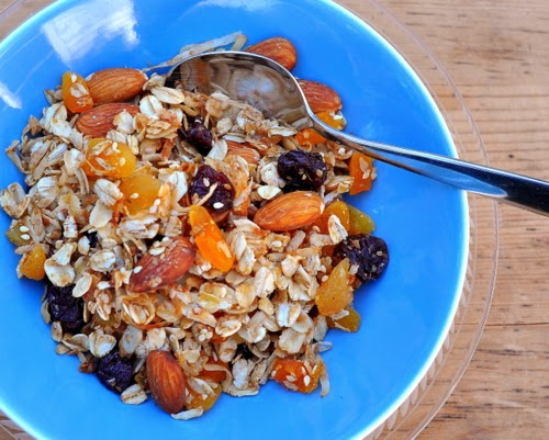 Homemade Granola with Almonds & Apricots, just a little sweetness, just a little oil, ensuring oats, nuts, dried fruit are real stars. Tips, Weight Watchers points at Kitchen Parade.