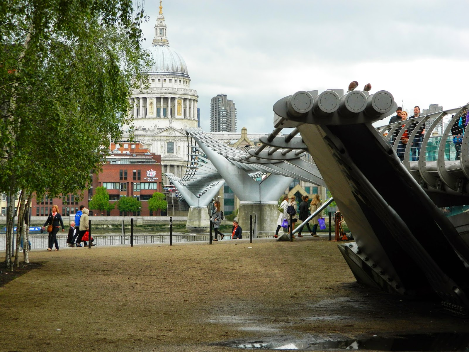 millennium bridge wet rain weather london