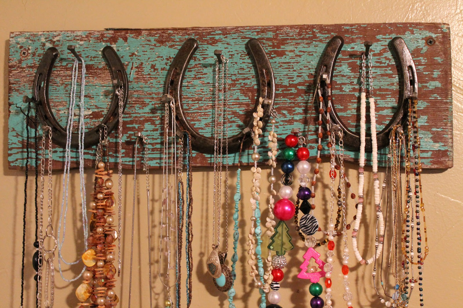 Babblings And More Horseshoe Necklace Holder