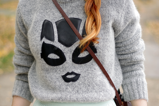 DIY leather appliqué statement sweater (via www.fashionrolla.com)