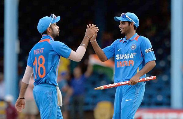 Virat-Kohli-Bhuvneshwar-Kumar-India-vs-Srilanka-Tri-Series-2013